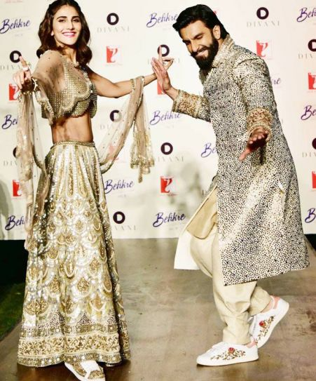 Ranveer and Vaani dance to the number Khulke Dhulke from their upcoming movie, Befikre. The song has been sung by Gippy Grewal and Harshdeep Kaur.