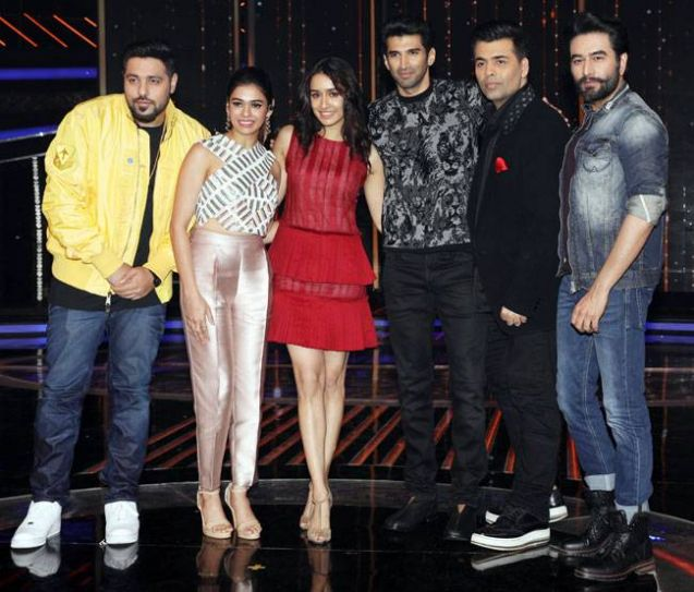 Aditya Roy Kapur and Shraddha Kapoor pose with judges Karan Johar, Shekhar Ravjiani, Shalmali Kholgade and Badshah.