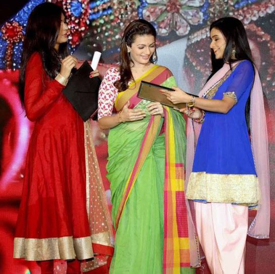 Prachee Shah(middle)with the lead actresses of the show