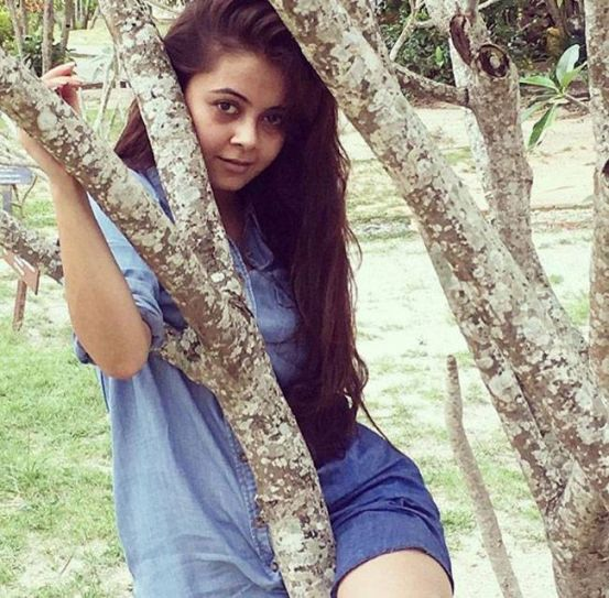 Devoleena oozes oomph as she poses for the shutterbugs.