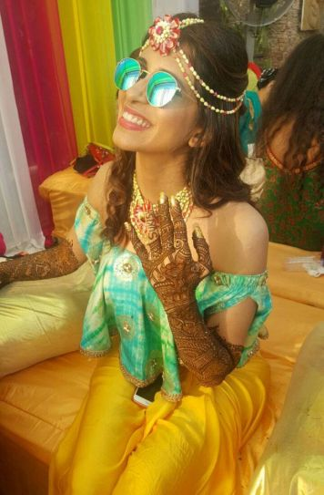 Bride-to-be Kishwer Merchantt flaunts her Mehendi as she wears a huge smile on her face.