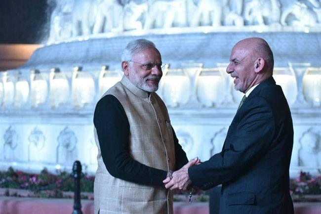 PM Modi serves langar at Golden Temple in Amritsar