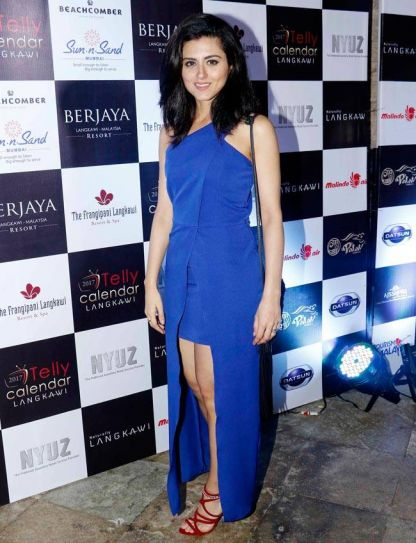 Ridhi Dogra looks glamorous in this blue outfit.