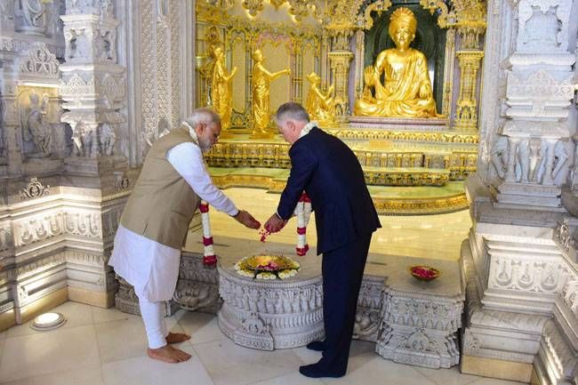 The two heads of the states offered prayers to Lord Swaminarayan at the Akshardham temple. Modi and Turnbull also performed a Parikrama (circumambulation of sacred places) at the temple.