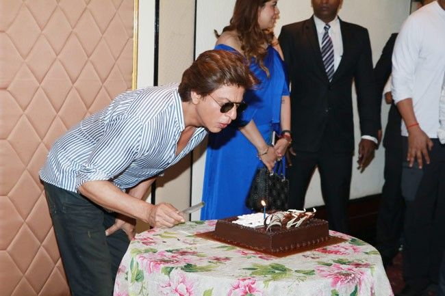 Happy Birthday Shah Rukh Khan AbRam cake and a sea of love as King