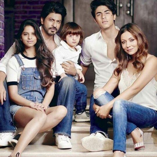 Suhana Khan, Shah Rukh Khan, AbRam Khan, Aryan Khan, Gauri Khan
