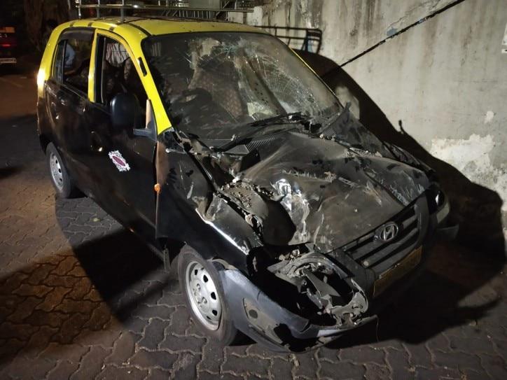 Foot over bridge collapses at CST in Mumbai | IndiaToday