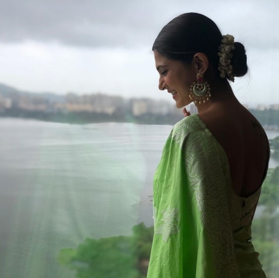 Jennifer Winget looks like a dream in sari at a friend's ...