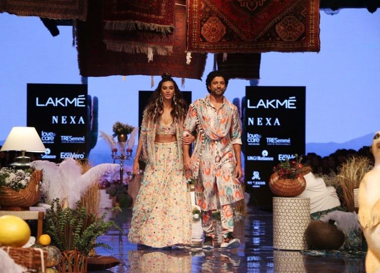 Farhan Akhtar and Shibani Dandekar go high on PDA at Lakme Fashion Week Day 1 in Mumbai