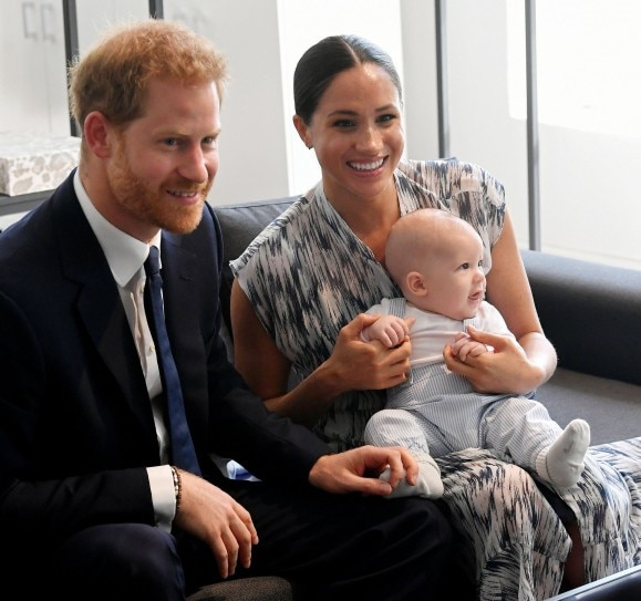 meghan markle s son baby archie looks exactly like dad prince harry in these pics trending now indiatoday meghan markle s son baby archie looks