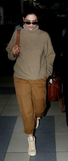 Deepika Padukone in turtle neck sweater and baggy pants ...