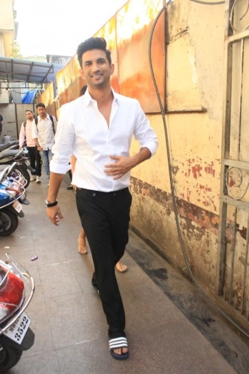 In Pics: Sushant Singh Rajput And Rhea Chakraborty Spotted