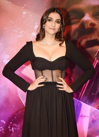 Sonam Kapoor Is Sensuous In Black Dress At Malang Screening See Pics Indiatoday