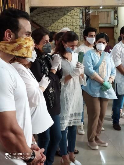 Rishi Kapoor funeral in pics: Ranbir Kapoor, Alia Bhatt, Neetu ...