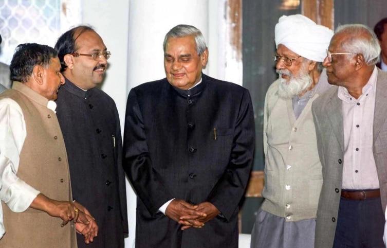 Former PM Atal Bihari Vajpayee welcomed by CPI(M) General Secretary Harikishan Singh Surjeet, CPI General Secretary AV Vardhan, former UP CM Mulayam Singh Yadav and SP leader Amar Singh