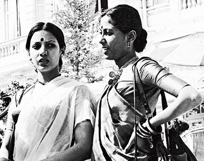 Shabana Azmi (L) and Smita Patil