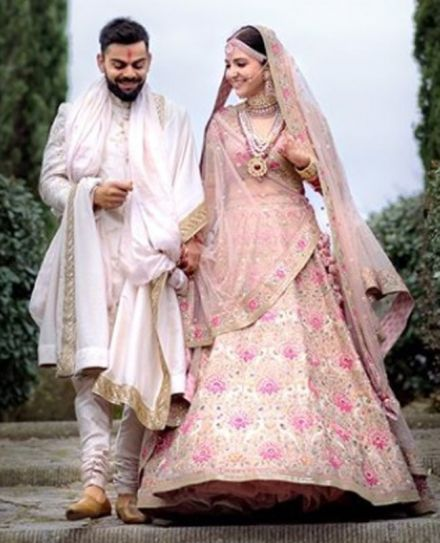 This is what Anushka Sharma wore for her mehendi, engagement