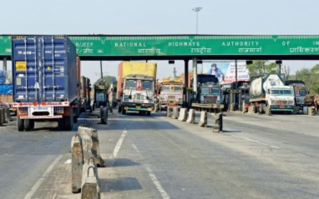 Salute the soldiers, government orders toll plaza staff in