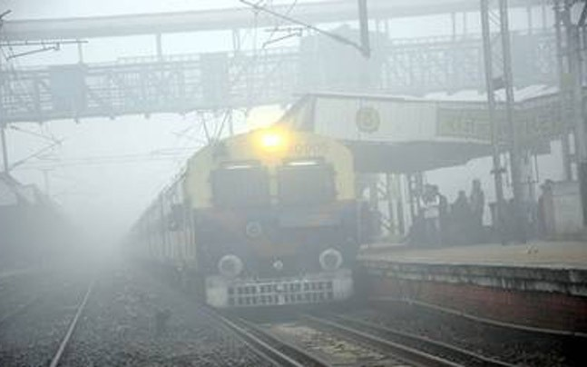 Fog in nothern India caused train delays and cancellations