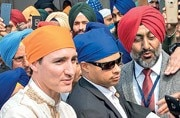 FAN CLUB Canadian PM Justin Trudeau visits the Golden Temple on February 21. Photo: Prabhjot Gill
