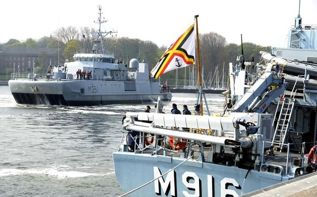 Norwegian support vessel Valkyrien (L) leads the departure of the Standing NATO Mine Counter-Measures Group ONE (SNMGMG1) in the harbour of Kiel, April 22, 2014. (Photo: Reuters)