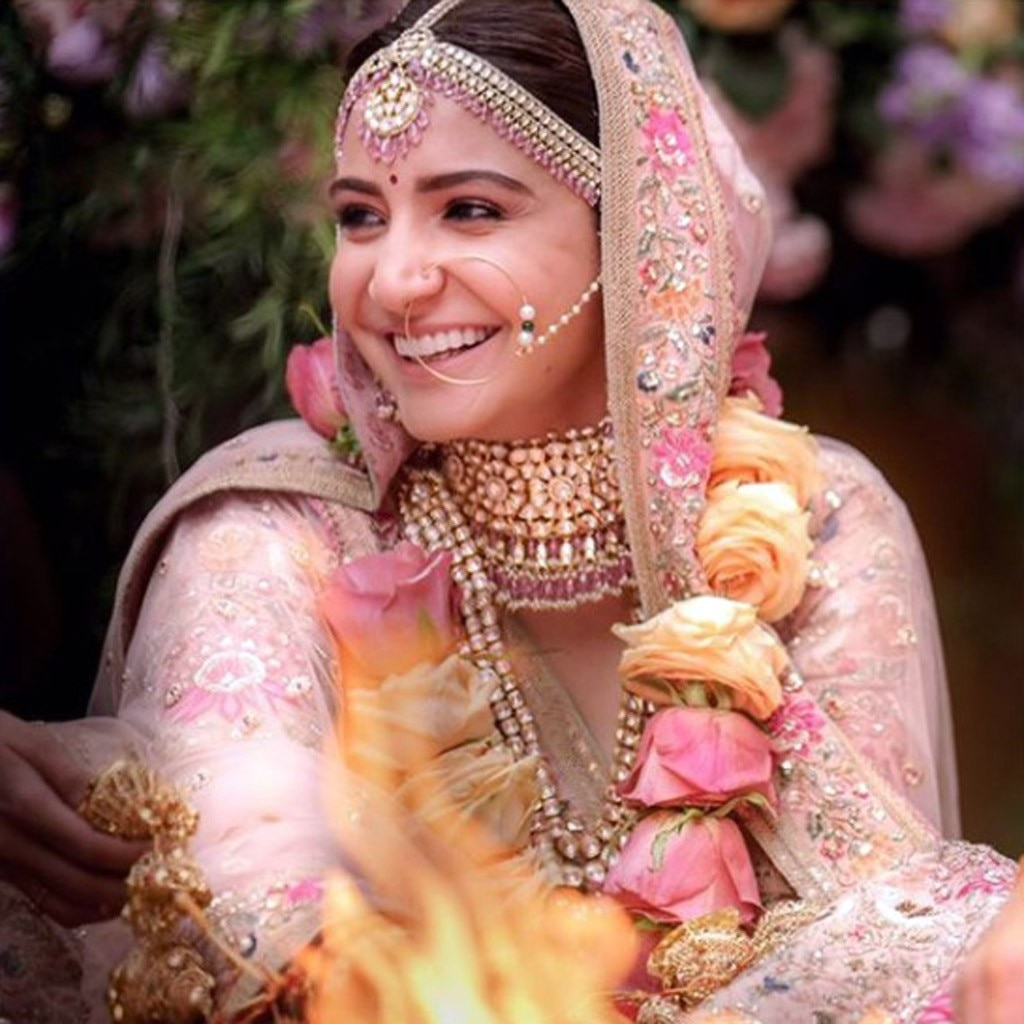 This is what Anushka Sharma wore for her mehendi, engagement and ...