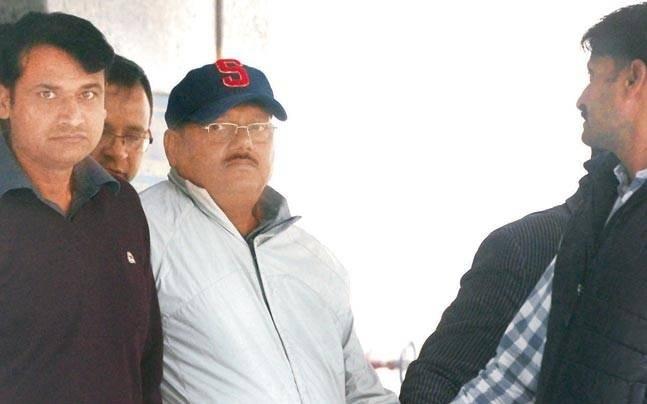 Former Noida chief engineer Yadav Singh (Centre)