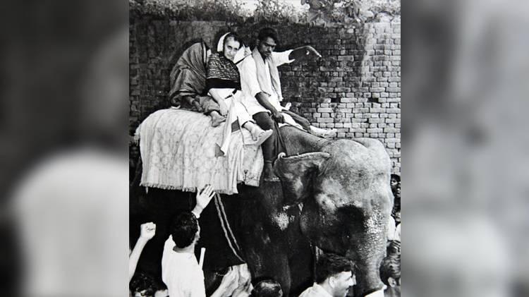 indira-gandhi-in-belchi-bihar-in-1977_072019095555.jpg