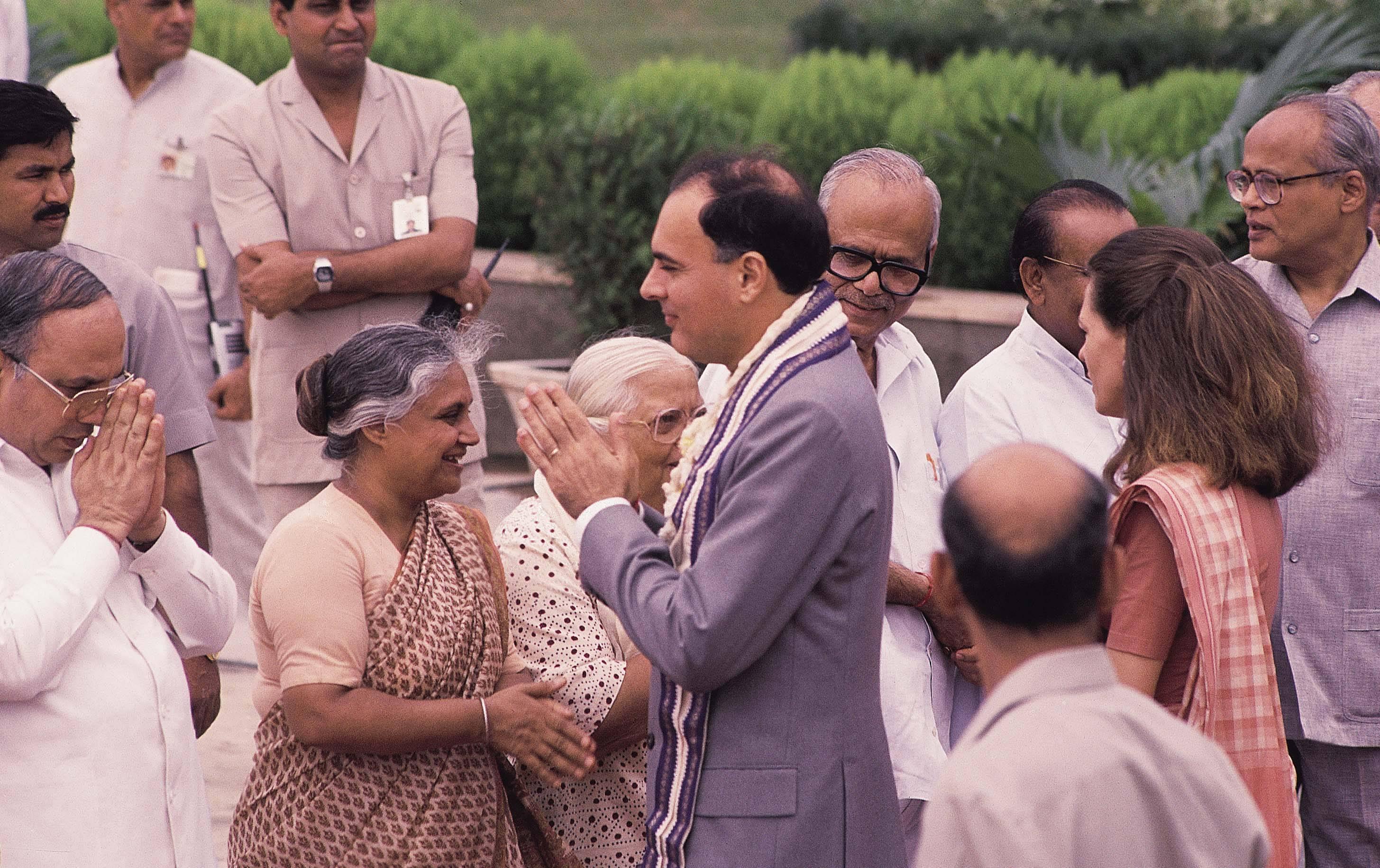 sheila-dikshit-with-rajeev-gandhi_072019091423.jpg
