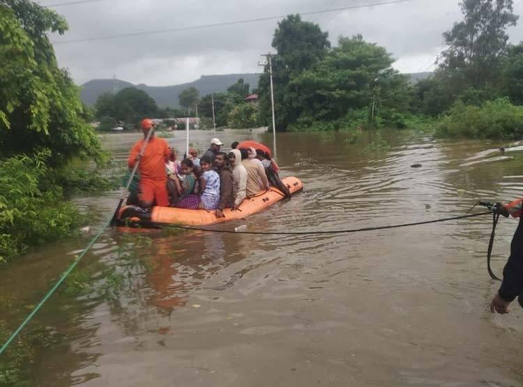 maharstra-flood_080819021926.jpg