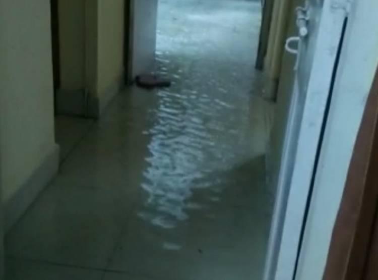 rain-water-in-house_091219034314.jpg