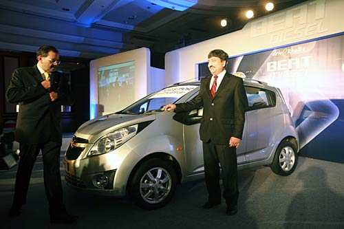 General Motors on Monday, 25 July, 2011, launched the diesel version of its small car Beat in India, priced between Rs 4.29 lakh and Rs 5.45 lakh (ex-showroom, Delhi).
