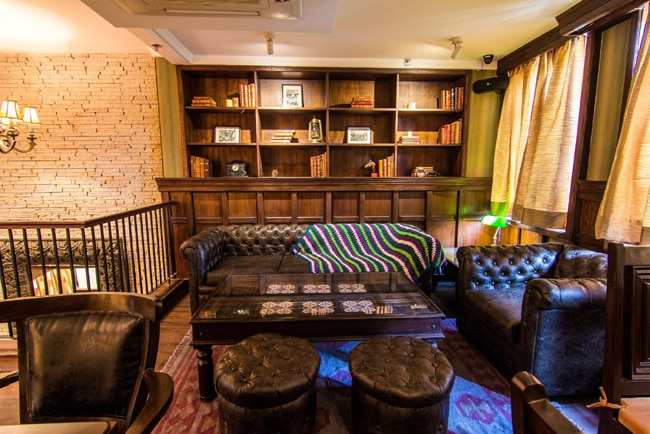 he restaurant is designed as a cosy English pub, complete with a parlour room, a library and a pool table.