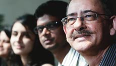Satish Khanna (extreme right), Founder & Moderator, LAZORR