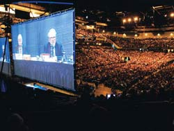 Berkshire Hathaway's AGM, with Munger and Buffett on a giant screen