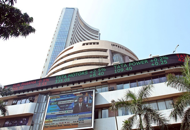 The indices failed to hold on to the highs amid the volatility and slipped into the red territory.
