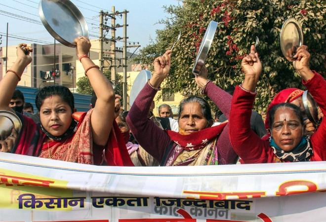 Farmers' protest: Agitating farmers clang utensils to muffle PM Modi's Mann Ki Baat programme