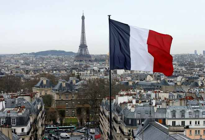French economy surpasses expectations; grows 0.4% in Q1
