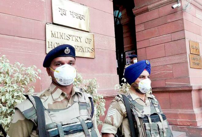 Air quality in Delhi continues to be poor, authorities recommend measures
