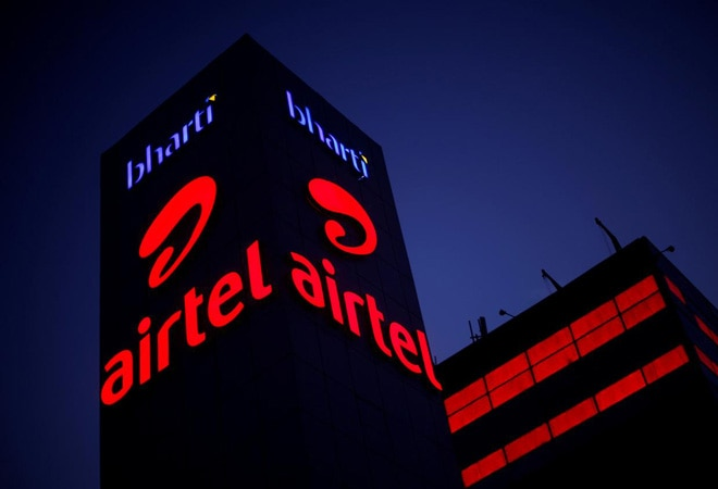 Supreme Court orders Airtel, Vodafone Idea to disclose details of special tariffs, offers to TRAI