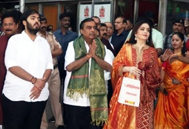 Akash-Shloka wedding: Mukesh, Nita, Anant Ambani visit Siddhivinayak temple to offer wedding card