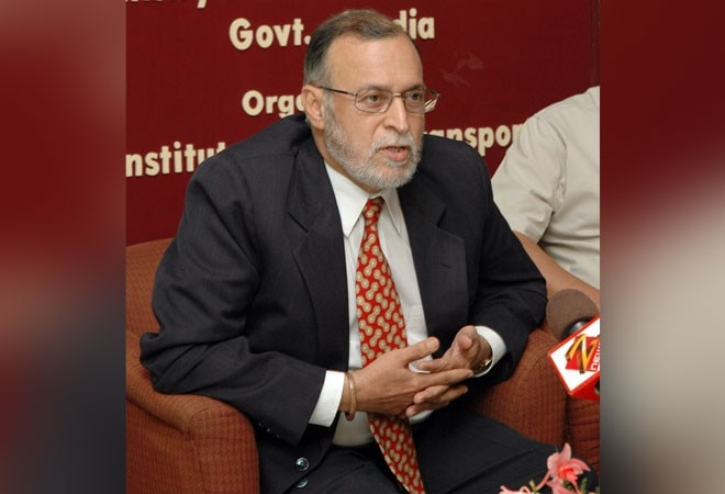 LG Anil Baijal overrules CM Kejriwal's decision; orders Delhi hospitals to treat all COVID-19 patients