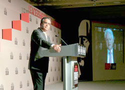 India Today Group Chairman and Editor-in-Chief Aroon Purie moderating former US President Bill Clinton's opening keynote address