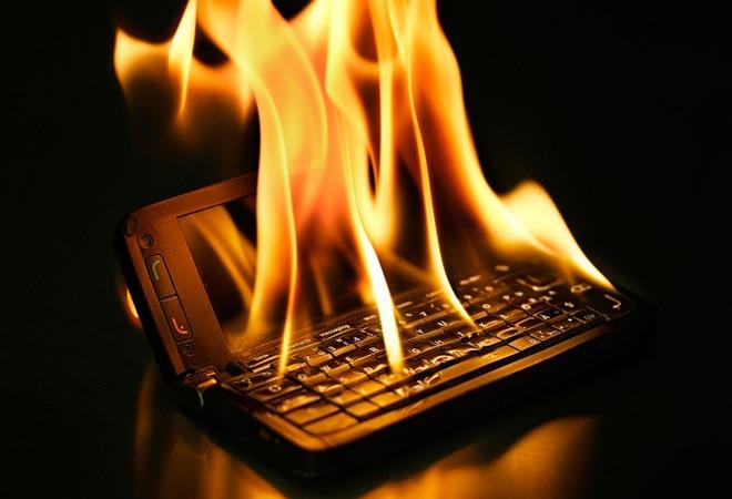 Kerala man suffers burns while sleeping after Nokia phone kept under pillow ignites