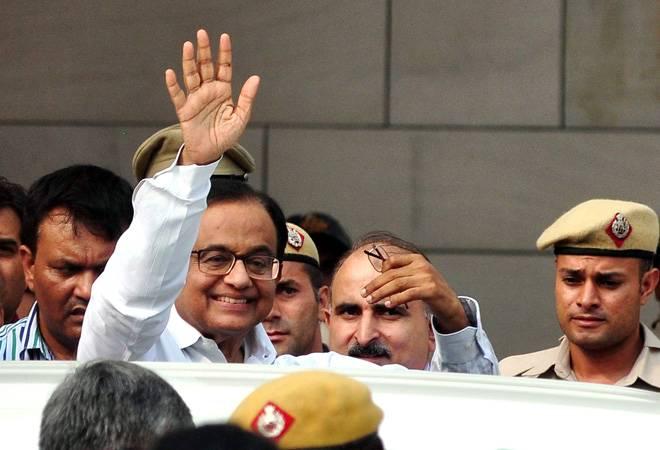 INX Media case: Sonia Gandhi, Manmohan Singh visit P Chidambaram at Tihar jail