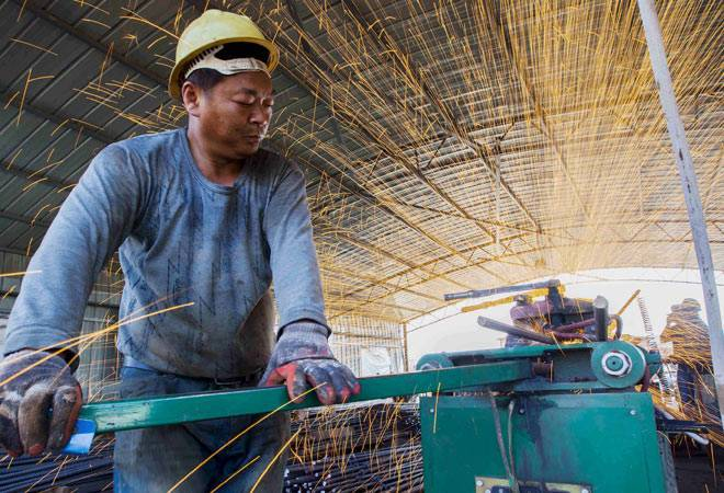 China's manufacturing PMI rises in November_china
