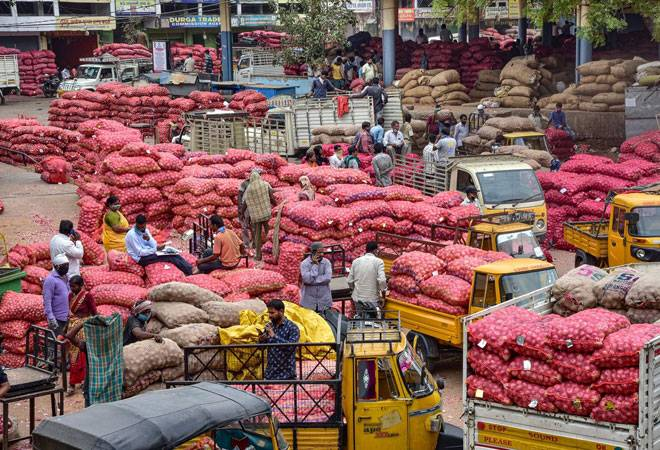 Coronavirus: Centre wants retailers to bypass mandis, buy produce straight from farmers