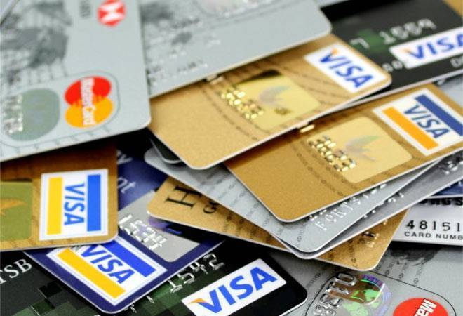Rs 1 lakh crore credit card loans at risk of COVID-19; biz degrows 3% in FY21