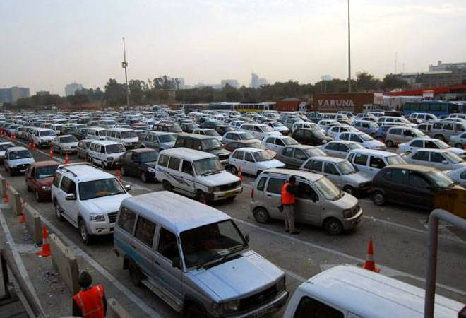 Govt rounds off fee at toll plazas to cut traffic delays