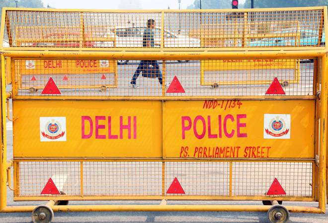 Farmers protest: Delhi Police shuts down traffic on Ghazipur border; requests commuters to take alternate routes